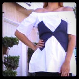 Tops - New white shoulder shirt with navy blue